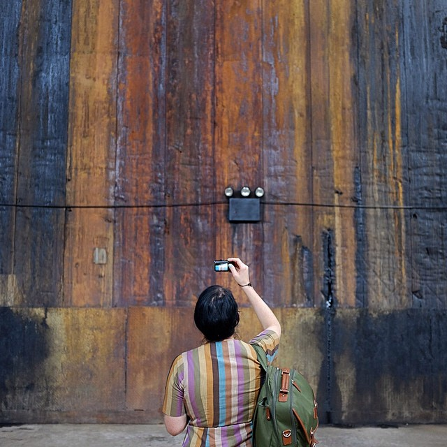 Sugar and stripes at the Kara Walker exhibit in the Domino Factory.#stripes #takingpictures #dominofactory #karawalker #sugar #reportage #nyc #williamsburg #joefornabaio