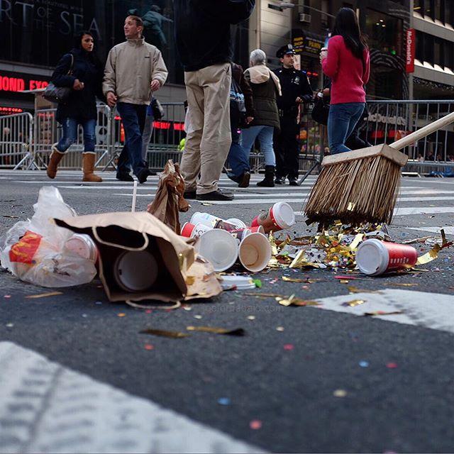 Nothin' to see here folks. Move it along.#parade #thanksgivingdayparade #joefornabaio #nyc #thanksgiving #sweep