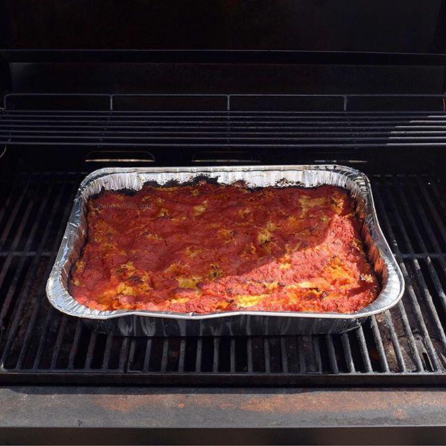 Buon appetito! Great day to cook lasagna in the barbeque!Happy Easter! Buona Pasqua!#happyeaster #nyc #joefornabaio #lasagna #barbeque #momshouse #buonappetito #buonapasqua