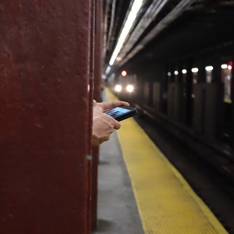 Evening commute.#thursday #nyc #subway #joefornabaio #eveningcommute #phonehome